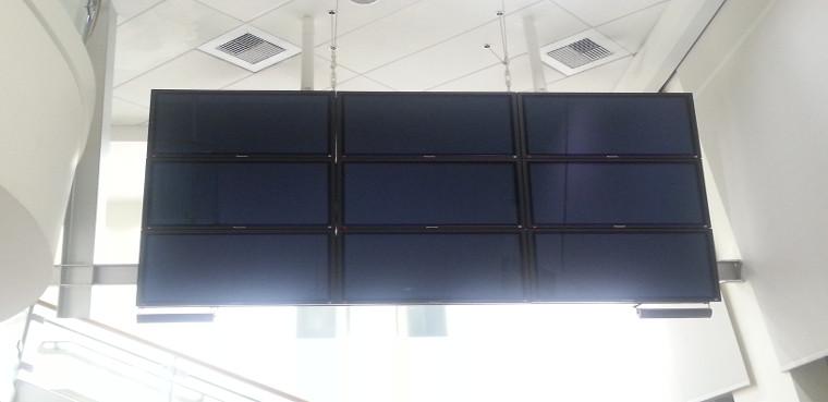 Los monitores, de 46 pulgadas cada uno.